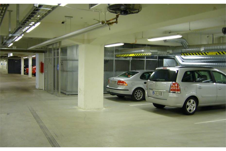 Kiviaidank.2.hki autohalli