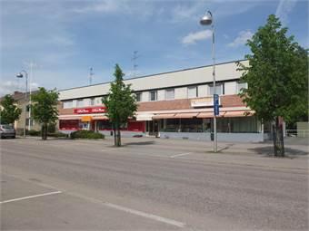Myydään tilava liikehuoneisto varastotiloineen Virtain keskustasta