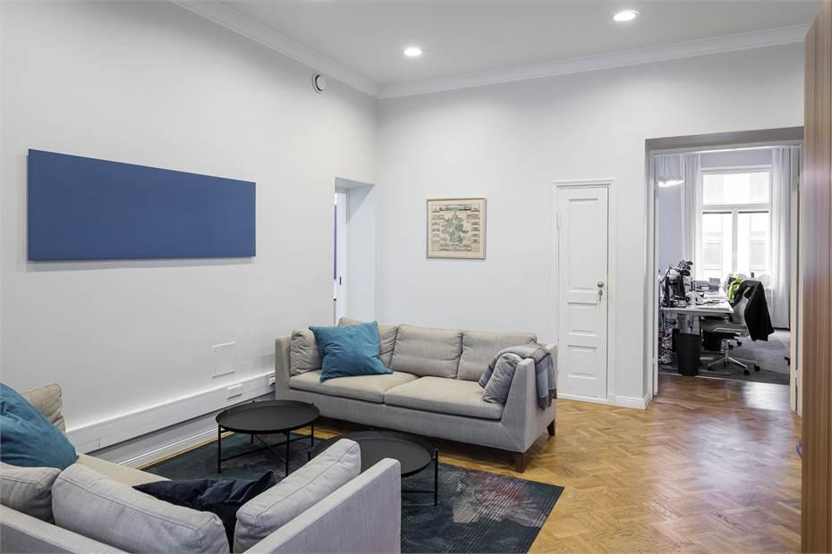Lounge ja näkymä työhuoneeseen