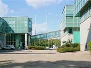Rakennus 1 (1993) vasemmalla, rakennus 2 (1996) oikealla
