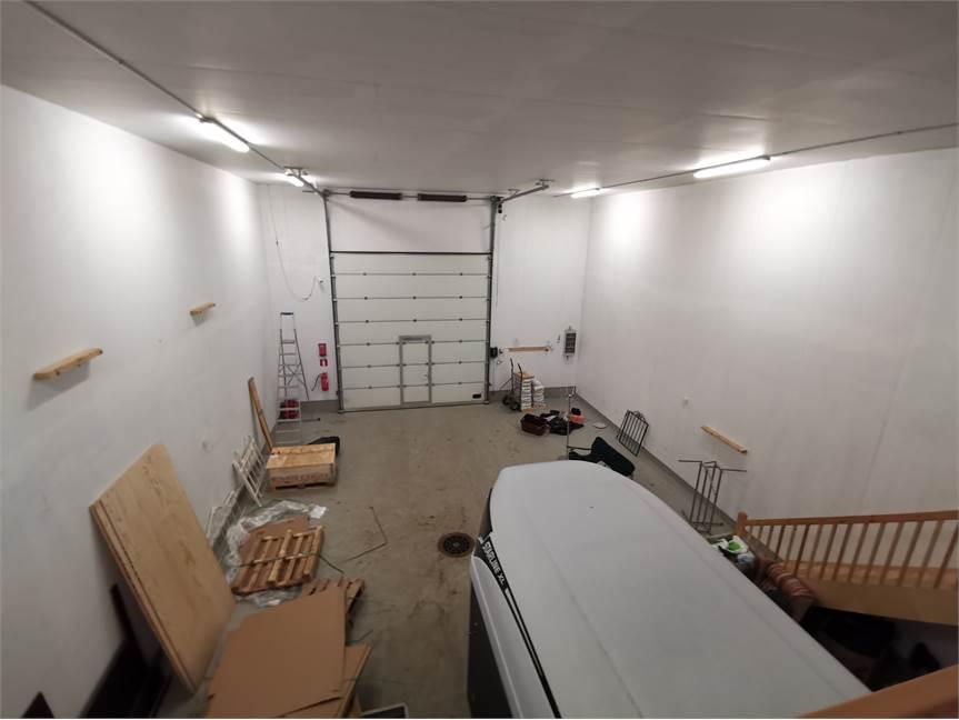 halli 140 m2 + parvi 40 m2