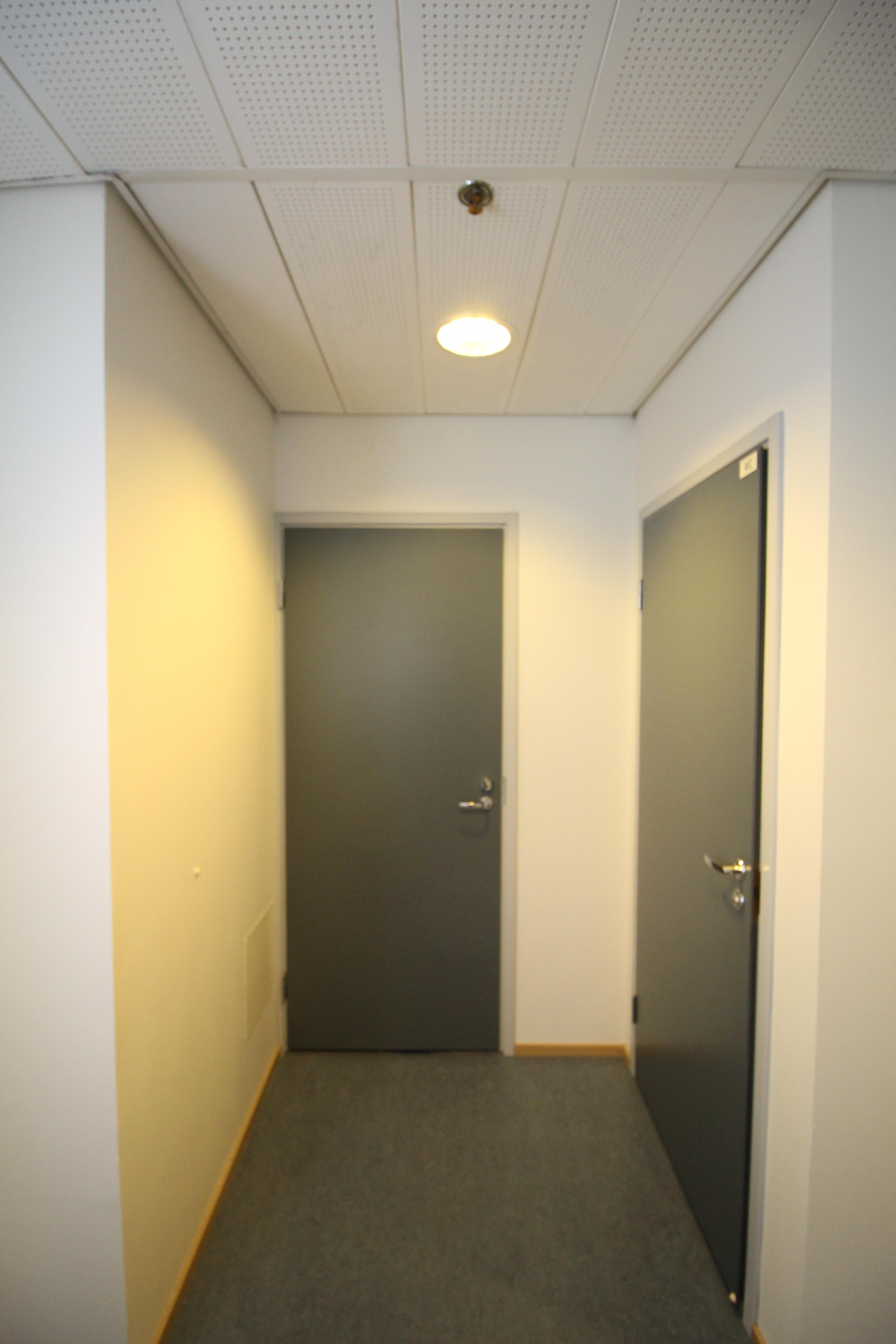 Käynti varastoon ja WC-tilaan